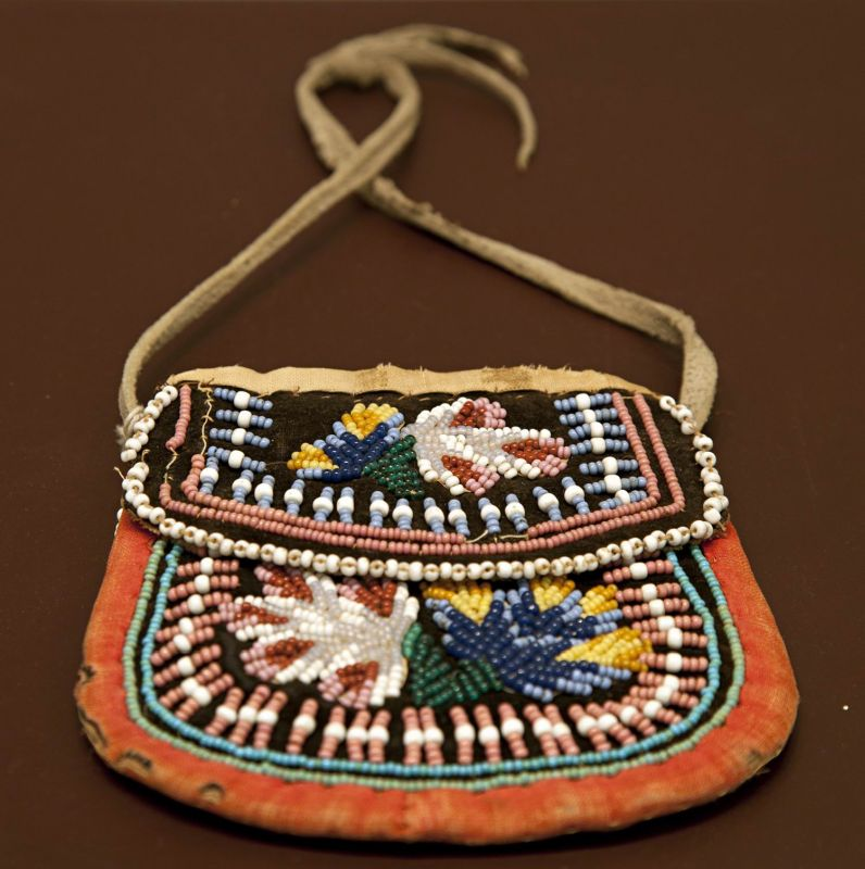 Bag with European floral motif