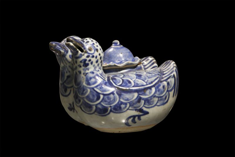 Water vessel in the form of two mandarin ducks, with a lotus leaf lid