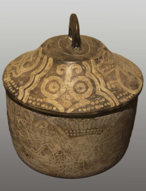 Lidded vessel decorated with butterflies