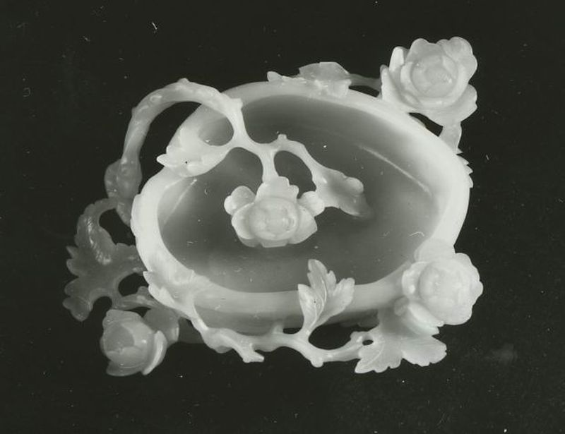 Brushwasher carved with flowers