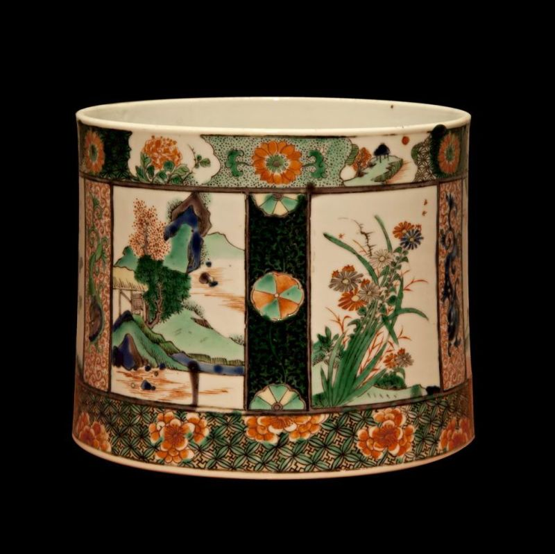 Brush holder decorated with landscapes in panels