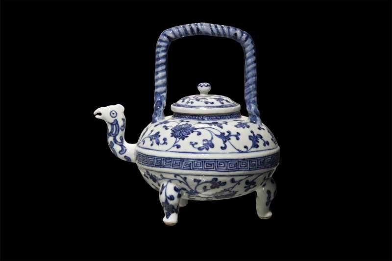 קנקן תה בעל זרבובית ראש ציפור וידית חבל מפותל