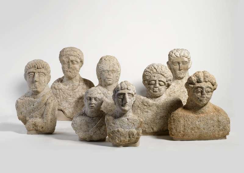 פסלי מצבות