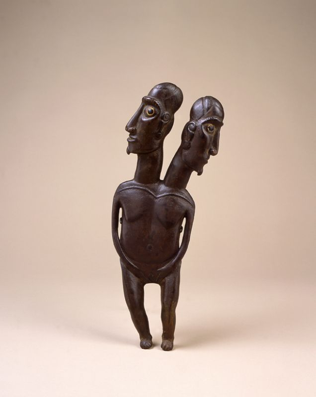 Double-headed female figure (<i>moai aringa</i>)
