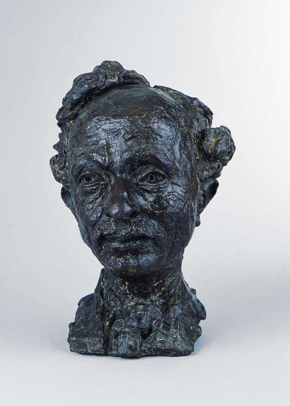 Moshe Oyved (Edward Good)