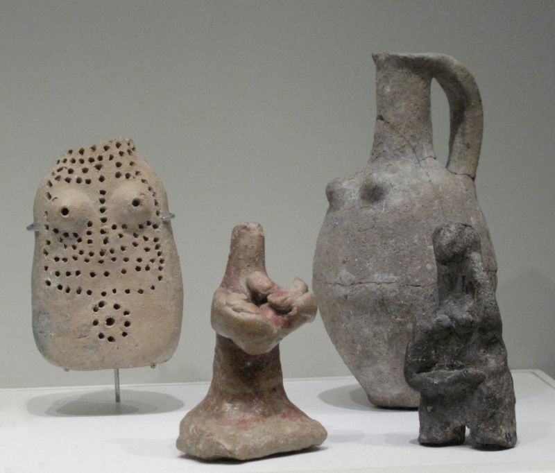 Fertility figurines and juglet