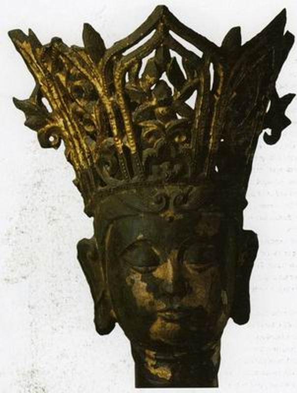 Head of a crowned bodhisattva