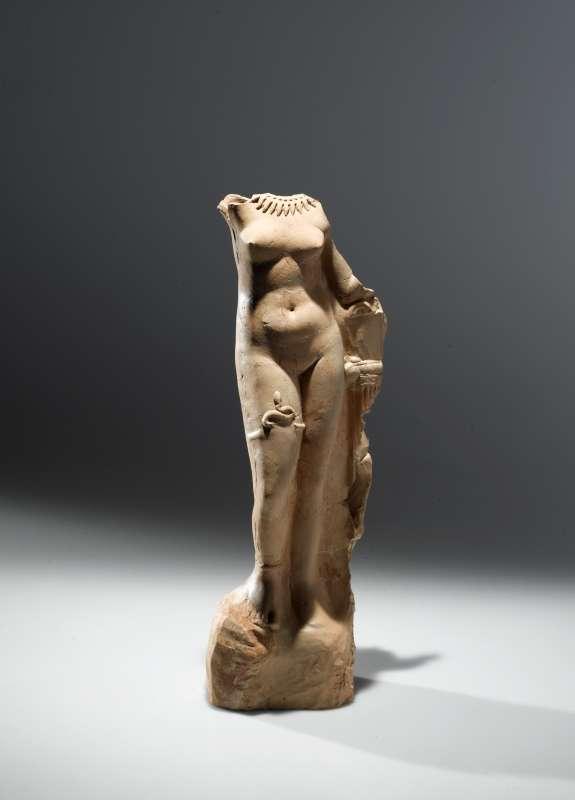 צלמית מנחה בדמות אפרודיטה