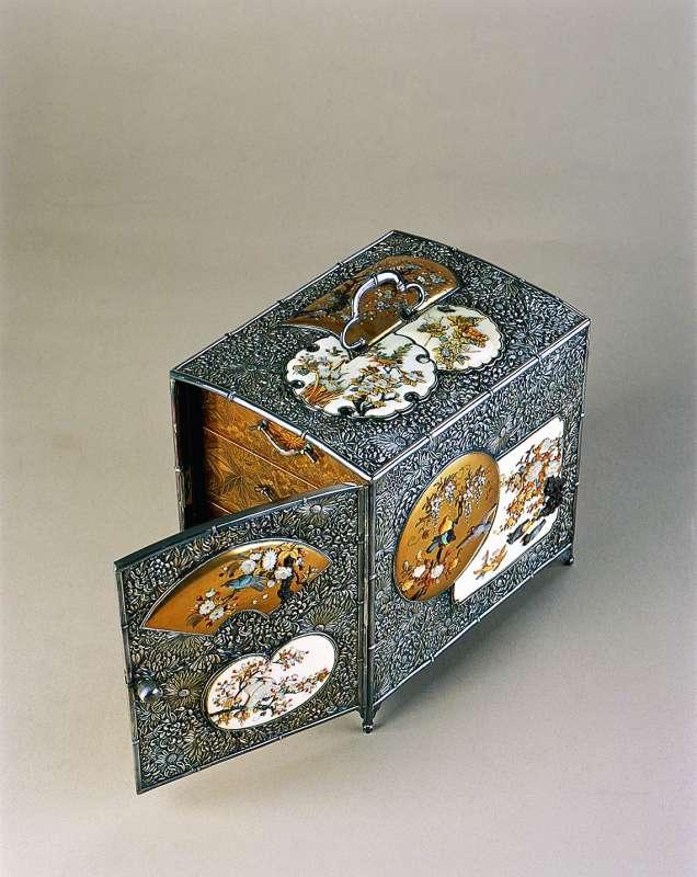 Small cabinet (kodansu) with three drawers