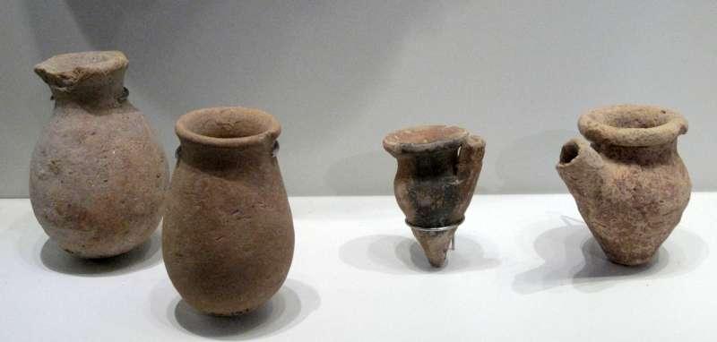 כלים זעירים בסגנון מצרי