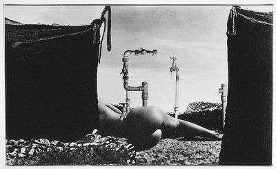 Nude and Pipes (Nudo e Tubature)