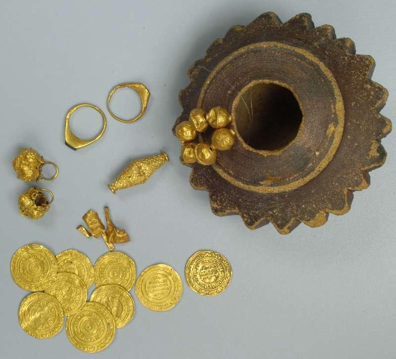 מטמון תכשיטים ומטבעות